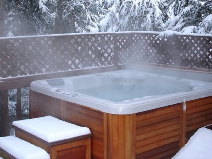 720-hot-tub-snow