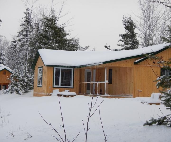 nb-snowmobile-cottage-720x600_c